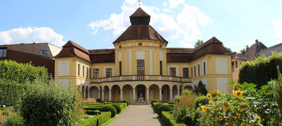 Gartenerlebnis-Bayern-Arzneipflanzengarten-Sigrid-Billig-gebaeude-frontal
