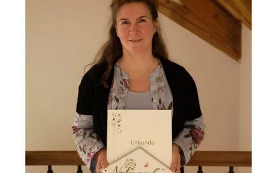 Naturgarten – Bayern blüht. Urkunde für den Garten von Claudia Lübbert.