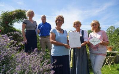 Weitere Auszeichnung Naturgarten-Zertifikat für Gartenerlebnisführerin Jana Schmaderer